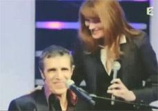 Julien Clerc et Carla Bruni lors du Telethon